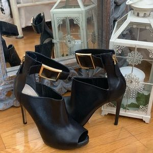 FINAL SALE! Guess leather  heels